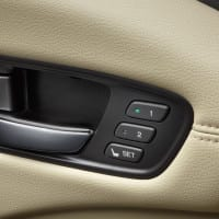 2013-rdx-interior-with-parchment-interior-drivers-door-handle
